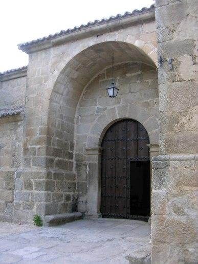 Portada Sur de la iglesia de Hinojosa