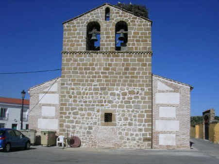 Iglesia de Cardiel vista desde los pies con la espadaña en el centro (s.XVI)
