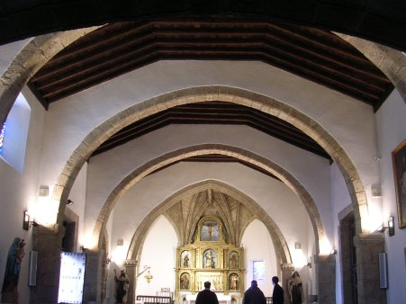 Interior de la iglesia de Hinojosa