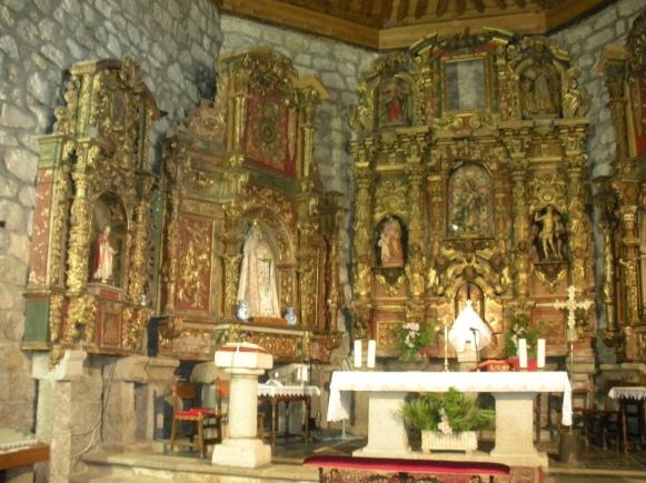 Ejemplo de retablos realizados por artistas en la iglesia de Sotillo de las Palomas (Toledo)