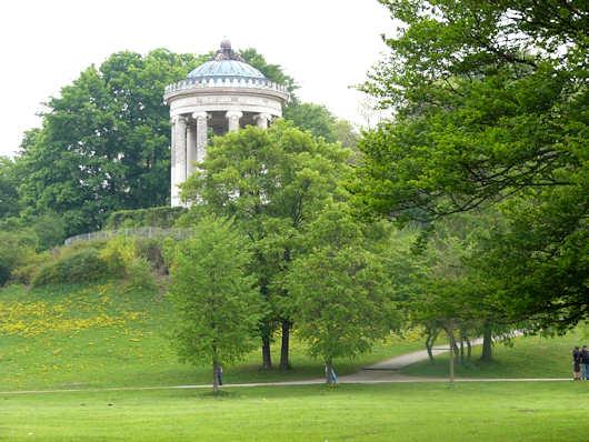 Templo circular historia del arte el arte en la historia for Jardin en ingles