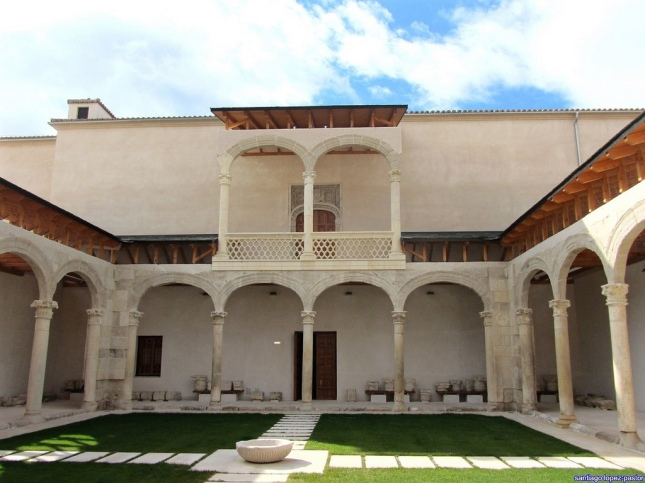 Palacio Cogolludo patio