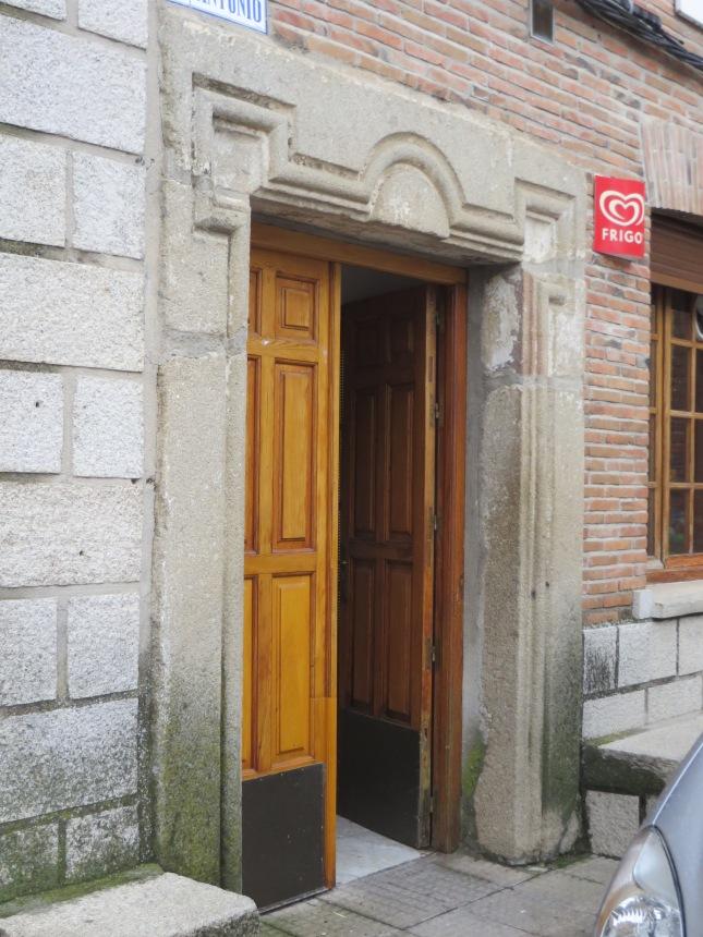 Portada pósito Castillo de Bayuela (Toledo)